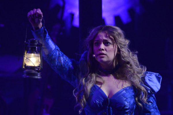 Carrie Hope Fletcher to star in Virtual Reality War of the Worlds